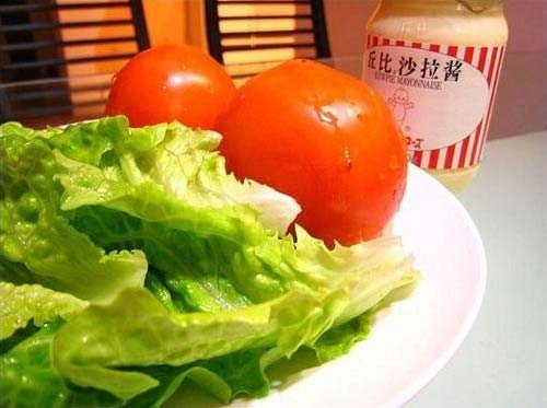 DIY川辣嫩牛五方之辅料:蔬菜、沙拉酱、西红柿